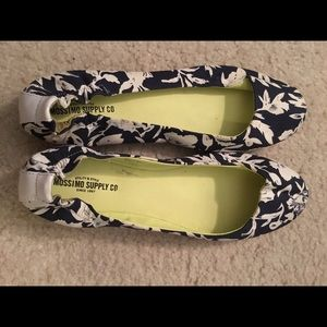 NWOT size 8.5 Mossimo flats